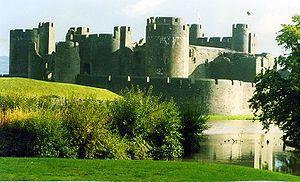 El Castillo de Caerphilly (o Caerffili, en galés) es una fortificación normanda, situada en el centro de la pequeña ciudad de Caerphilly, en Gales del sur. Es el castillo más grande de Gales (el segundo más grande del Reino Unido detrás del Castillo de Windsor), y quizá una de las mayores fortalezas de Europa.