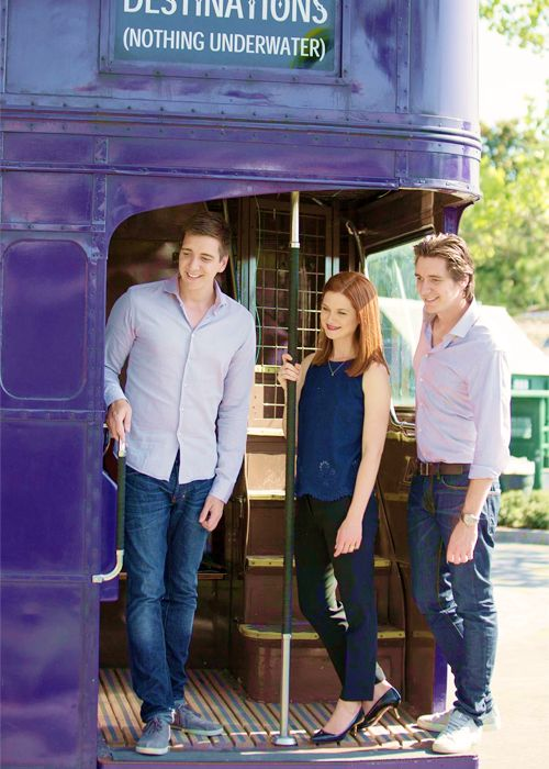 I've found some more new Pictures of Bonnie Wright, James Phelps & Oliver Phelps having a tour around the new parts of The Wizarding World of Harry Potter at Orlando Florida's Universal studios yesterday.