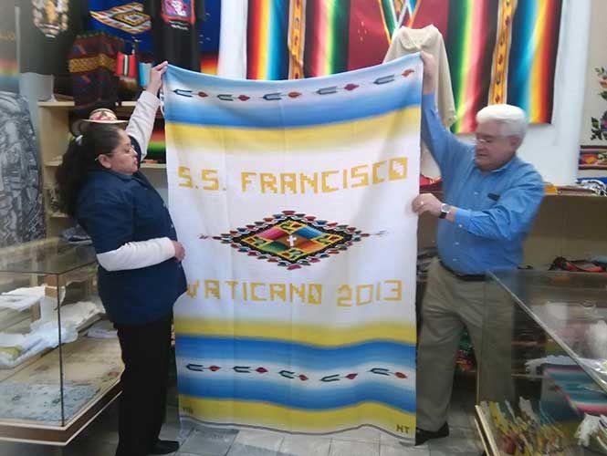 Artesanos de Saltillo regalarán sarape al Papa Francisco