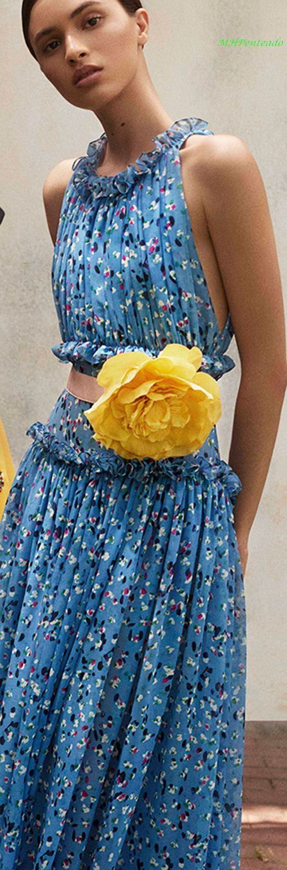 Carolina Herrera Resort 2018. I really like this dress, however, I could do without the big yellow flower. #carolinaherrera #perfume #perfumes Guatemala