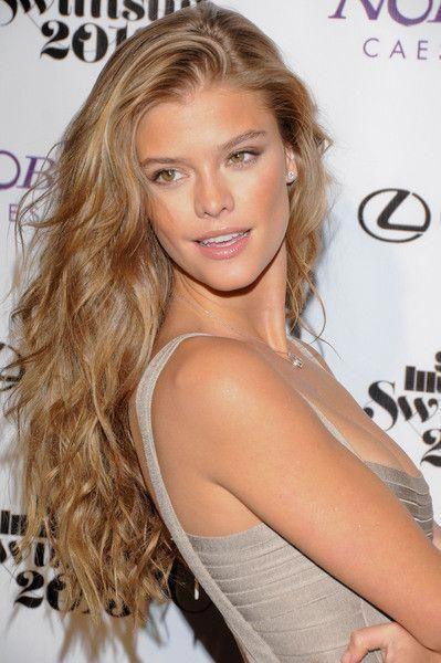 Tipps für hervorragend aussehende Frauenhaare. Das Haar einer Person ist genau …
