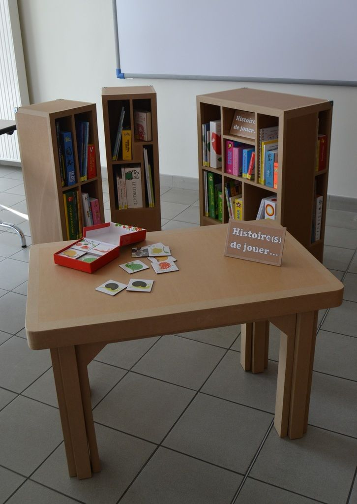 Meubles En Carton Sg Pour Un Outil D Animation Cree Par Le Bibliopole Angers Mobilier De Salon Meubles En Carton Decoration Maison