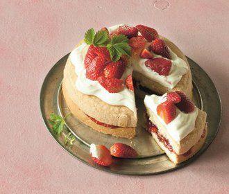 Jahodové mámení: Upečte si jednoduchý piškotový koláč!