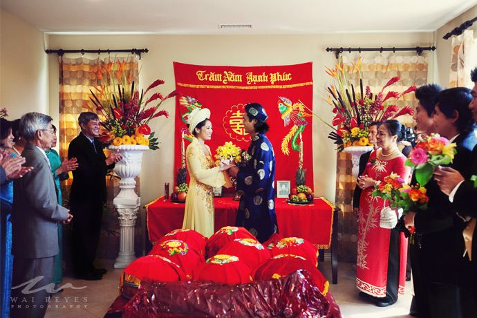 When The Groom S Family Gets To Bride How They Perform Ceremonies Such As Burning Incense Ask Her Ancestry For Permission Thanking Pas