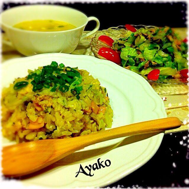 今日は気合入らなくて、簡単料理(^^;; - 122件のもぐもぐ - キャベツたっぷり搾菜キャベツ炒飯、レタスとツナのサラダ、中華卵スープ by ayako1015