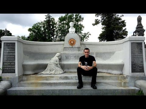 MILAN, the famous Monumental Cemetery (Cimitero Monumentale), ITALY! Let's go for a musical tour in one of the world's most spectacular cemeteries: Monumenta...