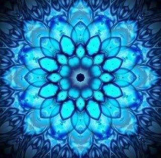 Mandala Azul.  El Mandala es una imagen arquetípica cuya presencia es atestiguada en todos los tiempos. Esto significa la integridad del YO. Esta imagen Circular representa la Integridad de la Tierra Psíquica, o poniendolo en términos Míticos, la Divinidad  encarna en el Hombre. ~ Carl Jung