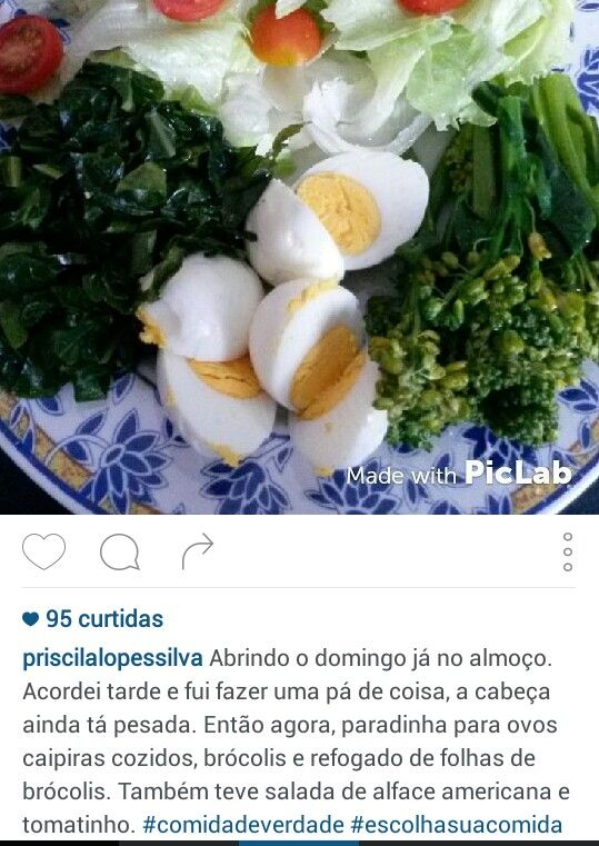 Ovos, brocolis refogado, folhas de brocolis, alface americana, tomates
