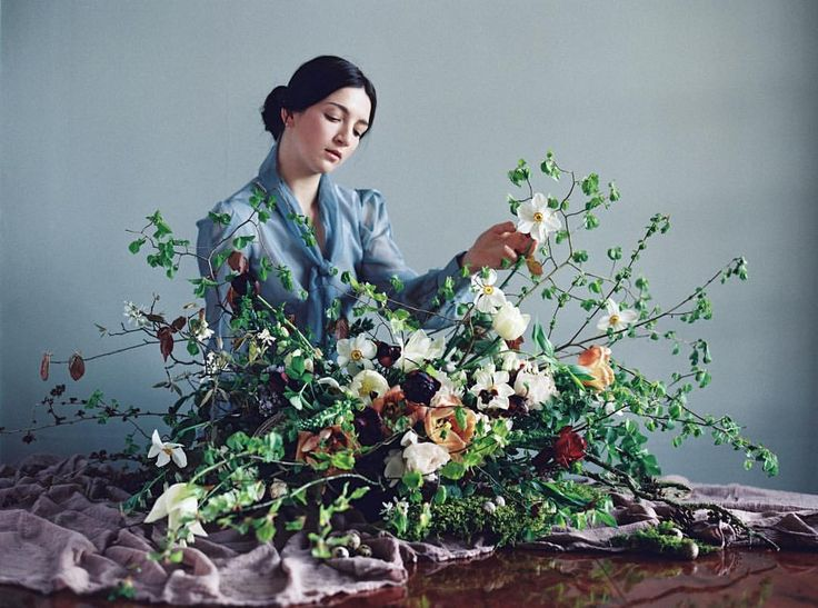 It's such joy to have our April #ponderosaworkshop featured on the @flowerona blog today. Go to the direct link in her profile to read the full post 🌿 Dutch Masters inspired photo from @maria.lamb at @stgileshouse Flower arrangement by @jenn_pinder_flowers Model: @maisy.taylor Silk @silkandwillow Dress: @ladyevelynuk Flowers: New Covent Garden Flower Market and @electricdaisyflowerfarm