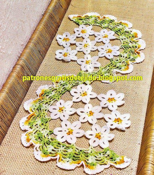 Patr n de camino de mesa tejido al crochet con flores y for Camino de mesa elegante en crochet