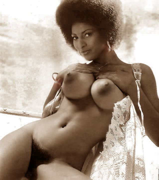 pam grier age nude