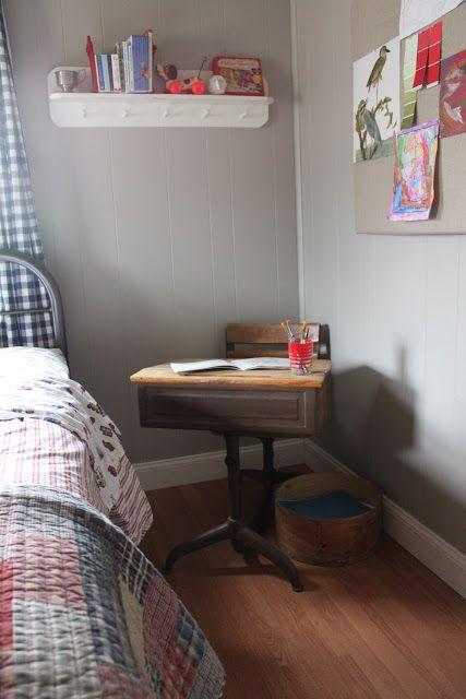 Vintage desk. It's so stinking cute