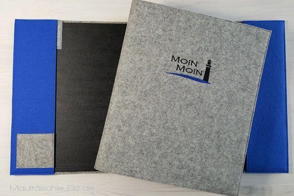 ♥ GÄSTEMAPPE ♥ INFOMAPPE für deine Gäste: Ringbuch mit bestickter Wollfilzhülle. #Infomappe #Zimmermappe #Gäste #Hotel #Ferienwohnung #Leuchtturm #Stickerei #Ringbuch #MoinMoin #maultaeschlefilzdesign ♥
