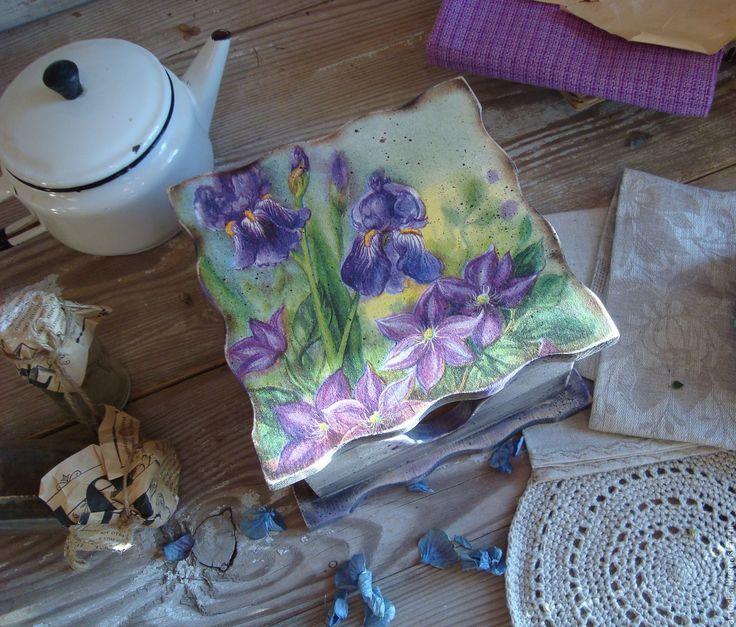"Купить ""Корзина весенних цветов"" Салфетница - корзина, цветы, ретро, винтаж, ирис, салфетки, салфетница"