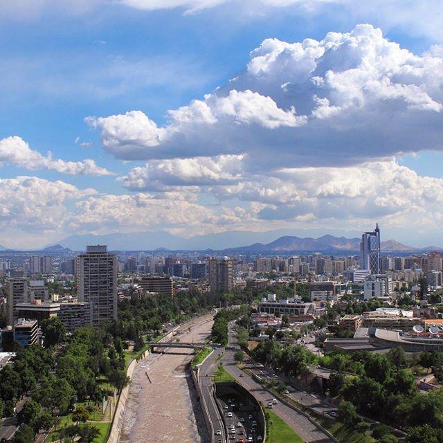 Qué lindo es Santiago cuando no hay humo. Foto de @juanjaeger
