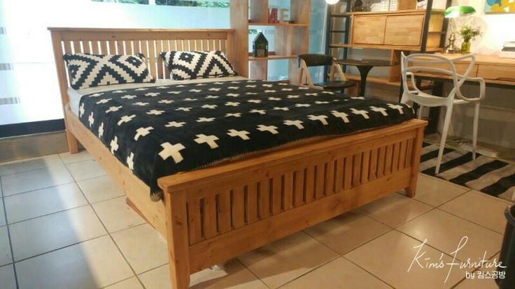 Gallery bed made of red pine wood