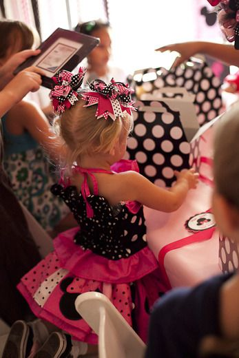 love the outfit.  Definately have to make Chloe a special birthday party outfit.