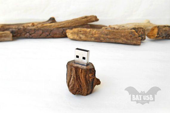 BAT™ 8GB USB flash drive - Memory Stick mini stump - Pen drive - Raw wood dark forest - Weird usb - Unique design - Handmade raw wood - Product Dimensions 4.4cm Height x 2.5cm Diameter - by Think4HandmadeArt, 38€