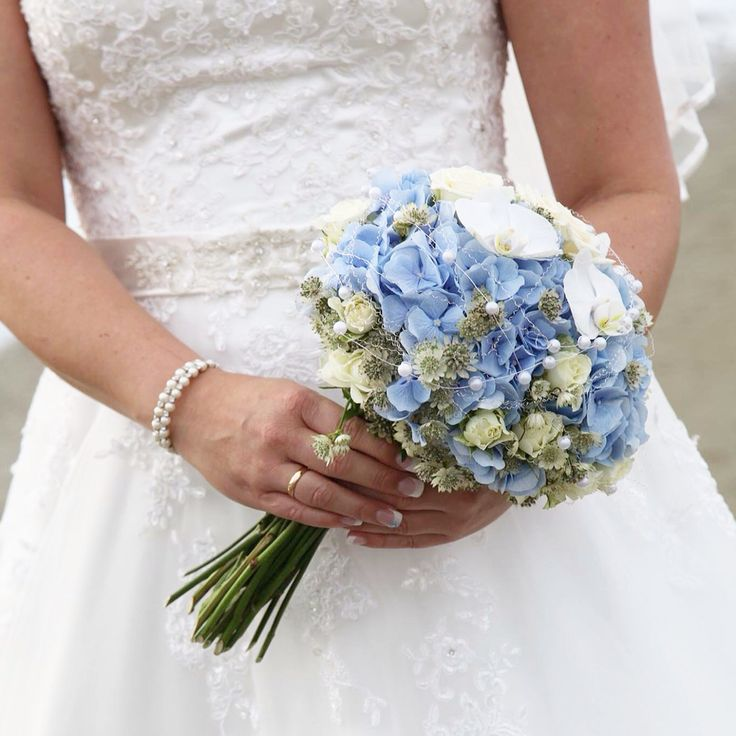 Blue hortensia wedding bouqet