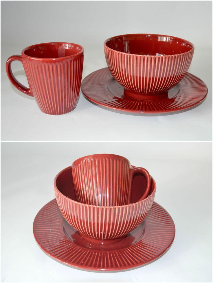 Burgundy - набор посуды для завтрака на 1 персону. ЧАШКА + ПИАЛА + ДЕСЕРТНАЯ ТАРЕЛКА. Глазурованная керамика. Подходит для микроволновой печи и для посудомоечной машины.  --  Цена 320 грн.  --  #красиваяпосуда #посуд #посуда #керамика #ceramics #pottery #polishpottery   ceramic tableware   pottery   polish pottery   посуда   керамическая посуда   польская керамика    польская посуда   керамика   красивая посуда   наборы для завтрака