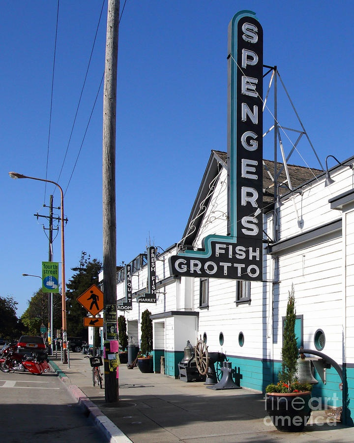 Spenger's Fish Grotto, Berkeley California, I loved this place!  Used to go when we were on college.  Scalone!