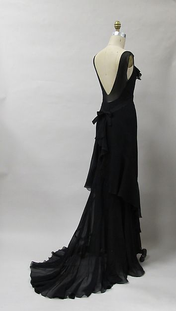 American evening dress. I love how he plays with sheer fabrics in the train, the V in the back, the shoulders . . . brilliant! (Charles James, 1930)