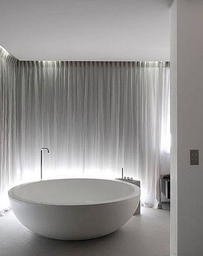 Round bathtub designed by piero lissoni for boffi for Boffi salle de bain