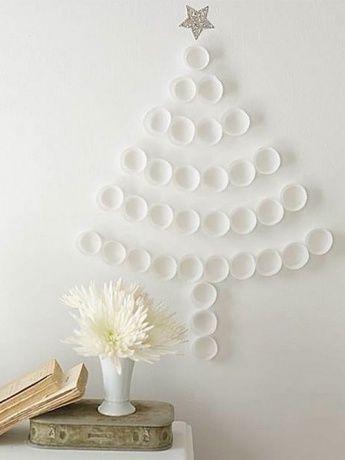 Julgran på väggen i formarna pappers för muffins