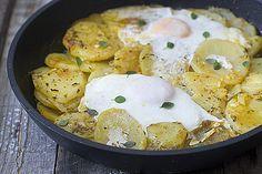 Como hacer patatas en adobillo con huevo de Andújar. Sencilla y muy sabrosa.