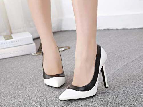 Kode : AWF-359, Nama : Pointed Formal Heels Black & White, Price : IDR 175