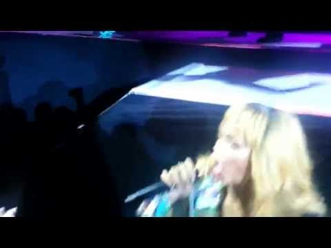 Rihanna hits fan with microphone. Guy grabs Rihannas hand during concert. Next second her microphone hits his head