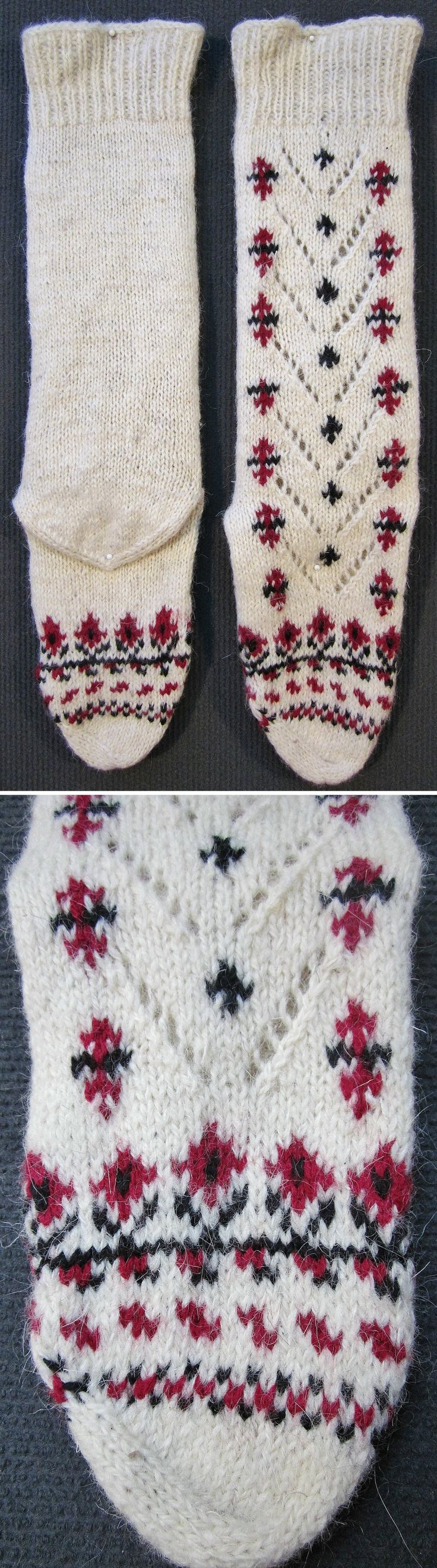 Traditional woollen socks, for women.  From northwestern Anatolia, ca. 1990.  (Inv.n° çor196d - Kavak Costume Collection - Antwerpen/Belgium).