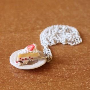Bir Dilim Pasta #minimal #tarz #original #interesting #tasarım #moda #tasarımcı  #design #style #fashion #necklace #strawberry #white #slice #pasta #cake