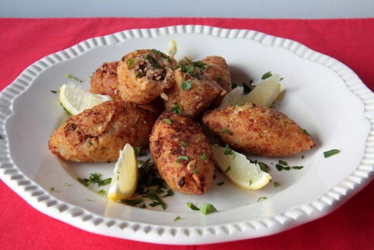 Kibbe: Líbano Empanadillas de bulgur, soja texturizada y menta fresca #homemade #veganfood #vegetarianfood #kibbe #freshmint #bulgur #soya #cocinalibanesa #lebanonfood