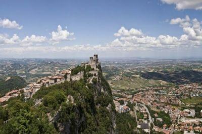 San Marino, cea mai veche republică din lume. Un tărâm al libertăţii, un paradis cu ierni blânde şi veri însorite http://www.antenasatelor.ro/turism/8830-san-marino,-cea-mai-veche-republica-din-lume-un-taram-al-libertatii,-un-paradis-cu-ierni-blande-si-veri-insorite.html