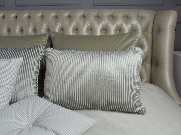 Poduszki, łóżko Grace.