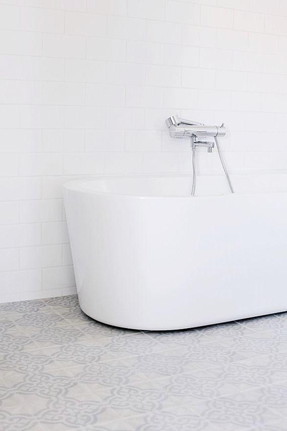 BATHTUB FROM WESTBERGS AND FLOOR VOLTAIRE VISKNING FROM MARRAKECHDESIGN / MITT VITA HUS