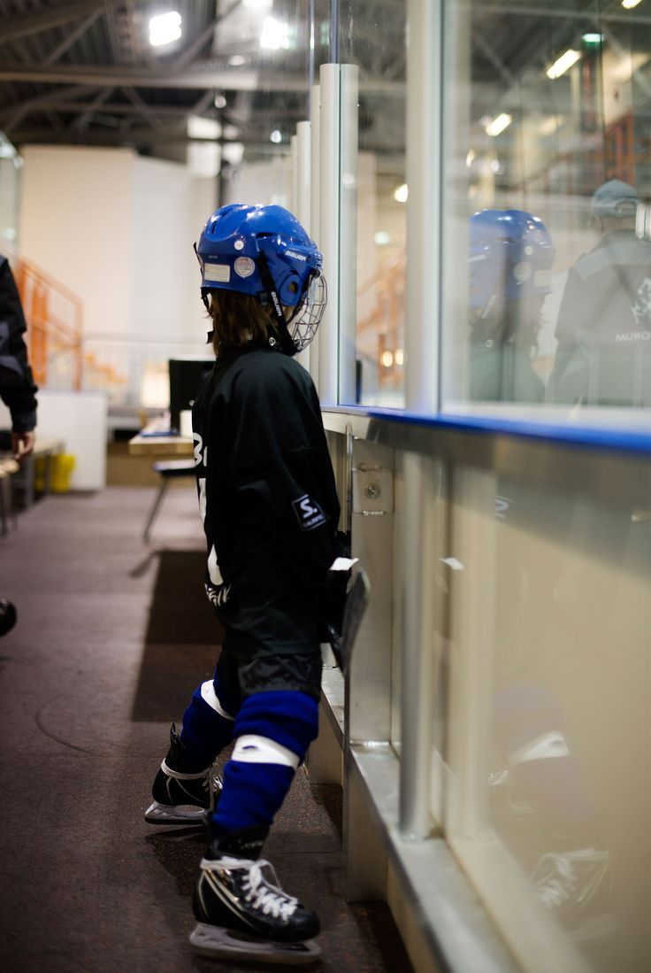 Kids and Sports: Ice Hockey with Snorre, 7,5 yrs old. www.vesleuniverse.com.