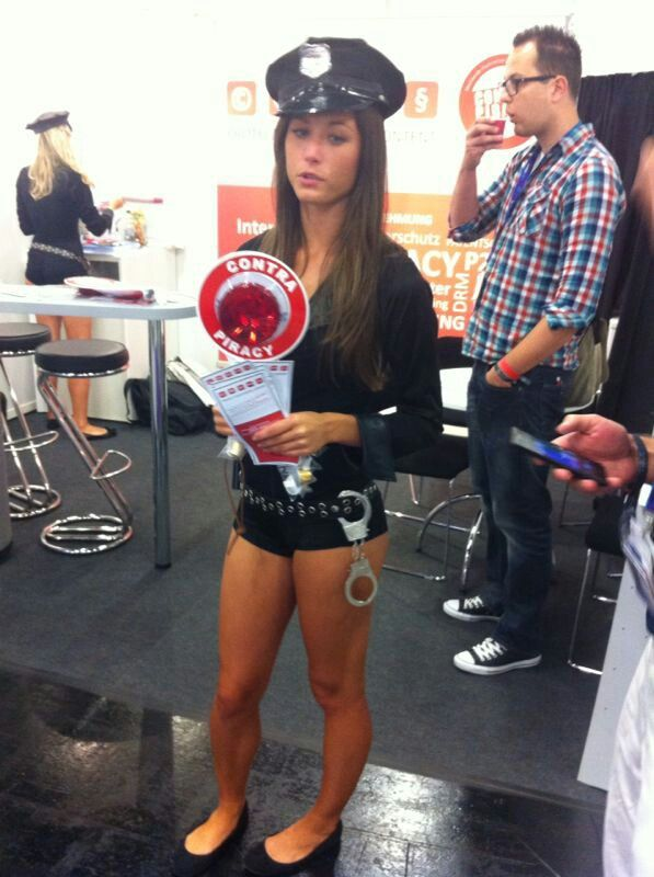 #impressions #gamescom #games #gamescom2013 #cologne #gamere #browsergames #woman #police #gaming