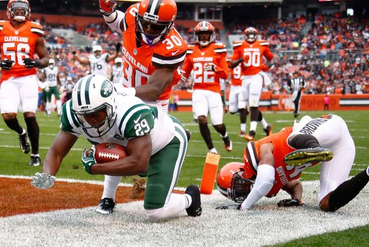 Jets vs. Browns:  October 30, 2016  -  31-28, Jets  -  Bilal Powell of the New York Jets dives for a touchdown in front of Derrick Kindred and Tracy Howard of the Cleveland Browns during the second quarter at FirstEnergy Stadium on Oct. 30, 2016 in Cleveland.