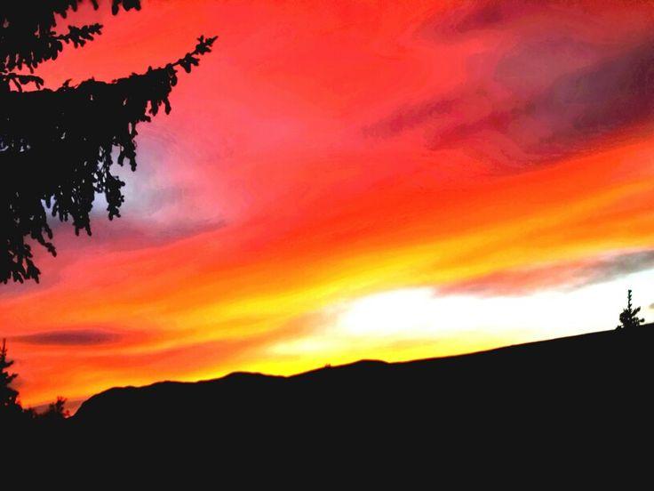 Himmelsk kunst over fjellheimen