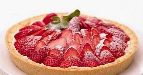 Deliciosa Tarta de frutillas con crema pastelera casera, muy facil de hacer. Receta facil de Tarta de frutillas con crema pastelera.