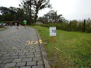 Corrida da Serra da Graciosa. É uma oportunidade privilegiada de correr na Estrada da Serra da Graciosa, um caminho  com mais de 180 anos. O local possui uma paisagem deslumbrante em plena Mata Atlântica. São 20 km de corrida, dos quais 14 Km são de subida, marcados por pura beleza, saindo do nível do mar (em São João da Graciosa, Morretes) e chegando a mais de 960 m de altitude. A chegada da Corrida da Serra da Graciosa é no Portal da Graciosa, na BR 116 em Campina Grande do Sul.