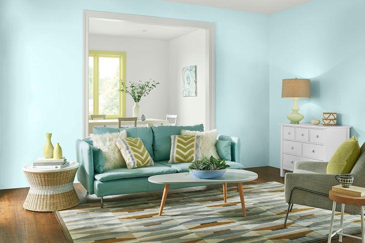 Un tono azul mentolado hará que tu sala se vea amplia, cómoda y acogedora.