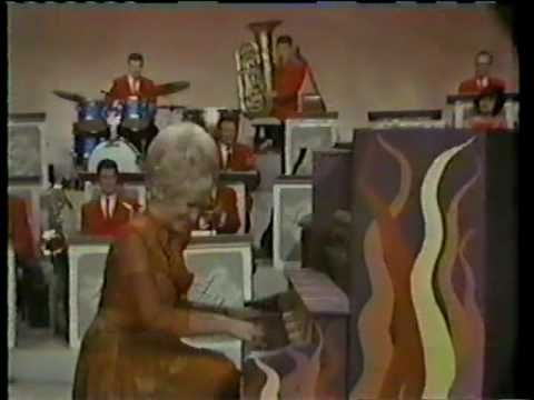 The Lawrence Welk Show: A Hot Time In The Old Town
