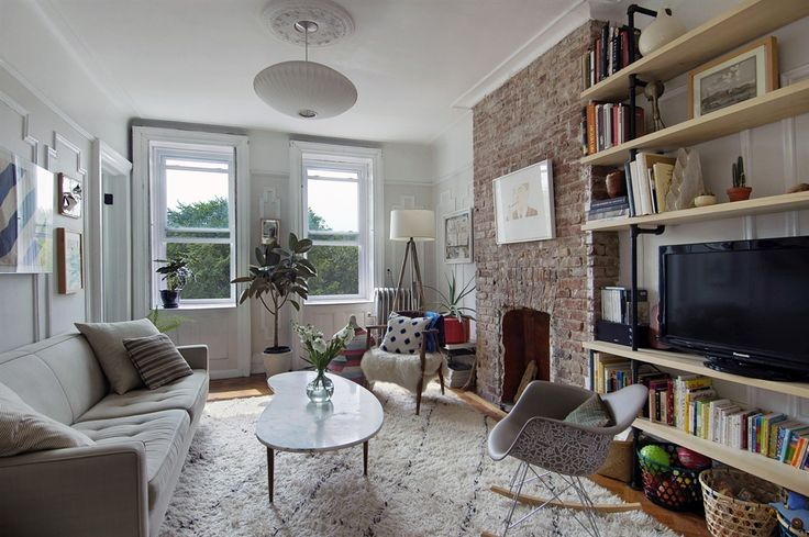 Crown heights apartment home decor pinterest for Brownstone living room decorating ideas