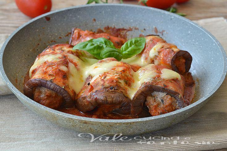 Involtini di melanzane grigliate con carne e mozzarella senza forno cotti in padella gustosi saporiti, secondo piatto buono e veloce, ottimi caldi e freddi