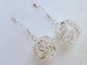 Light and elegant earrings