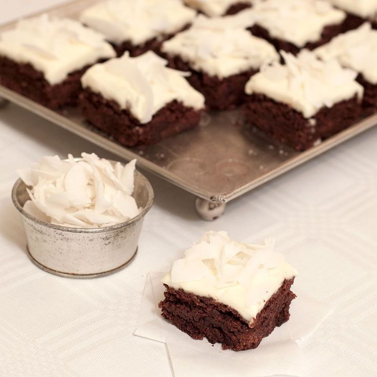 Galet goda, lyxiga och glutenfria fudgebrownies! En perfekt dessert med en klick vispgrädde!