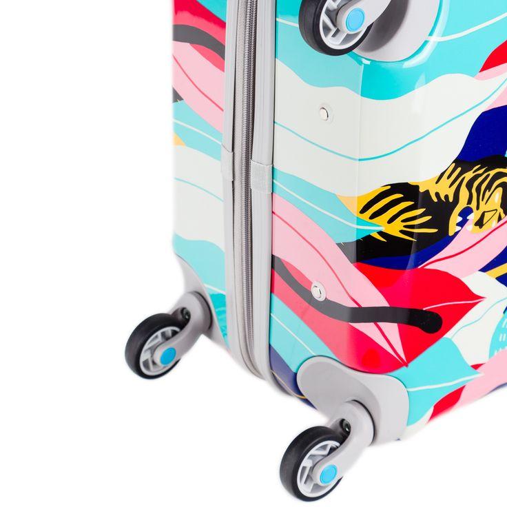 Design realizat deMichela Picchi    Categorie Hard shell   Material ABS/Policarbonat   Dimensiuni 78 x 51 x 29 cm   Volum 94 litri   Greutate 4200 grame   Incuietoare Da   Garantie 5 ani   Mobilitate 4 roti